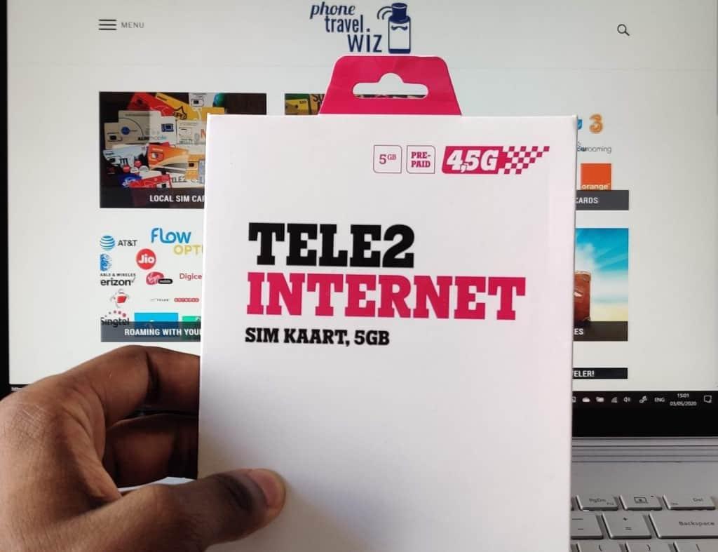 Adu from Phone Travel Wiz holding a Tele2 Estonia SIM Card